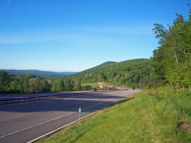 Taconic_State_Parkway_view_at_Miller_Hill_Road_exit,_East_Fishkill,_NY